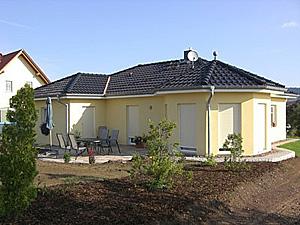 Winkelbungalow 78 mit Erker Einfamilienhaus Neubau Massivbau Stein ...