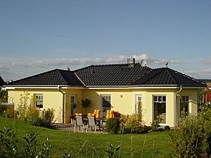 Winkelbungalow 100 mit innenansicht erker einfamilienhaus for Einfamilienhaus innenansicht